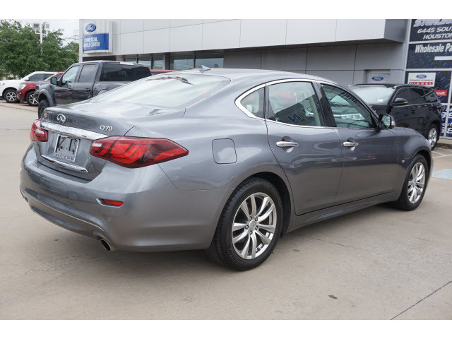 Pre-Owned 2018 INFINITI Q70 3.7 LUXE